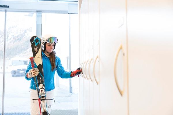 Skiraum mit beheizten Schränken